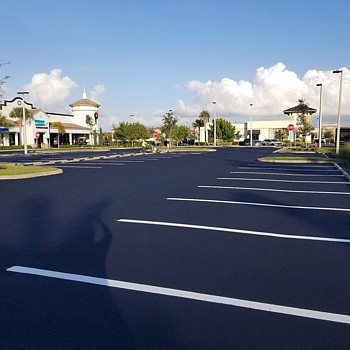 asphalt parking lot sealcoating